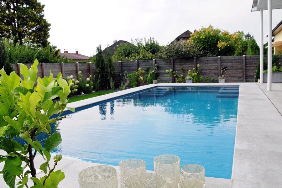 Mit unserem modernen Heizsystem steuern wir auch die Schwimmbadheizung.